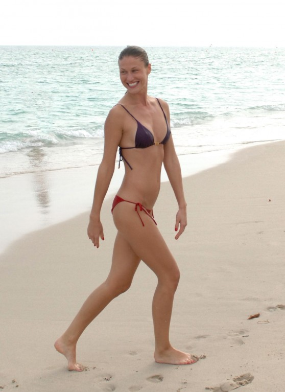 olga-kent-bikini-photos-beach-in-miami-january-6-2014_23