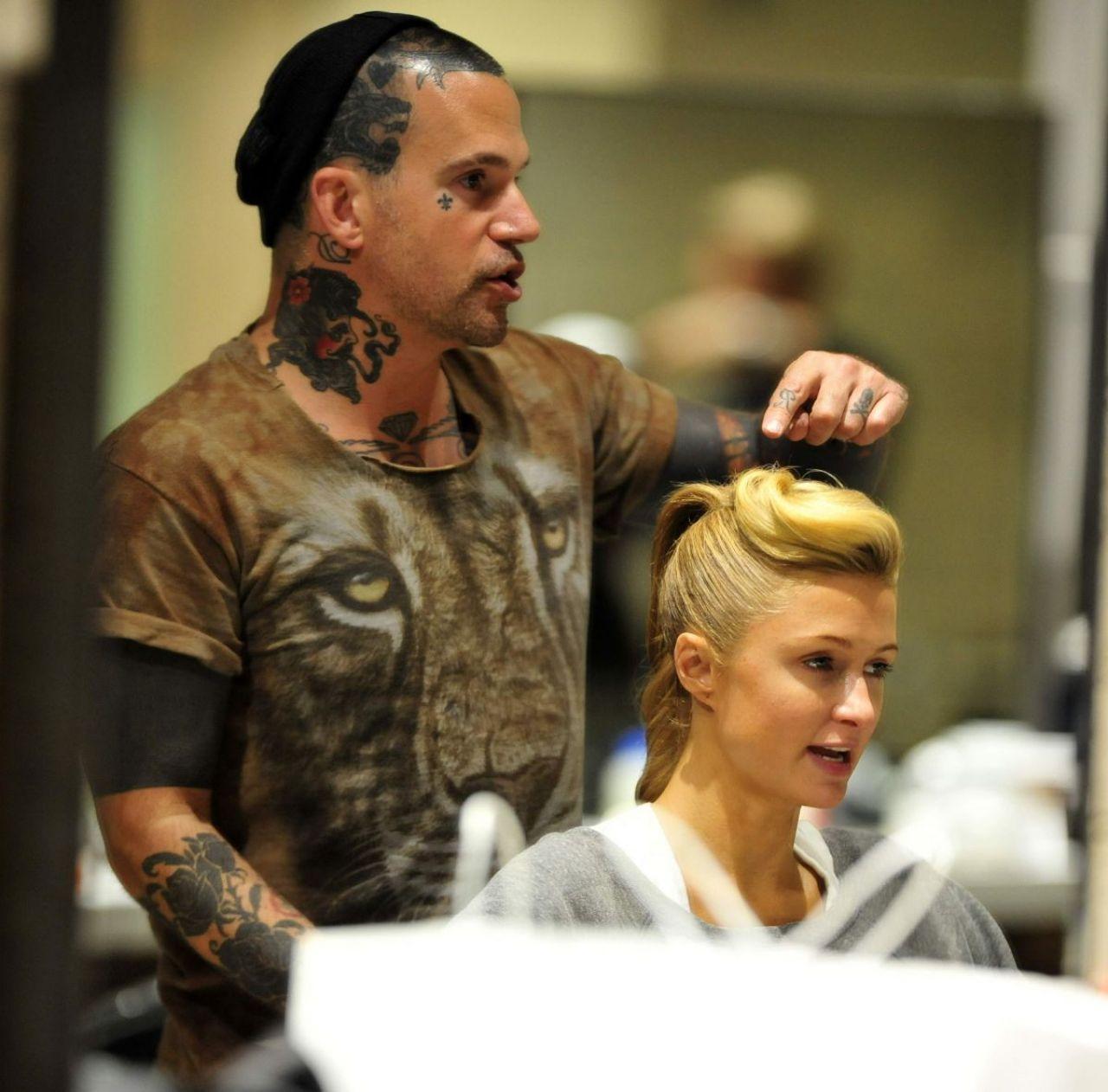 Hair Salon Los Angeles: Paris Hilton At Meche Hair Salon In Los Angeles