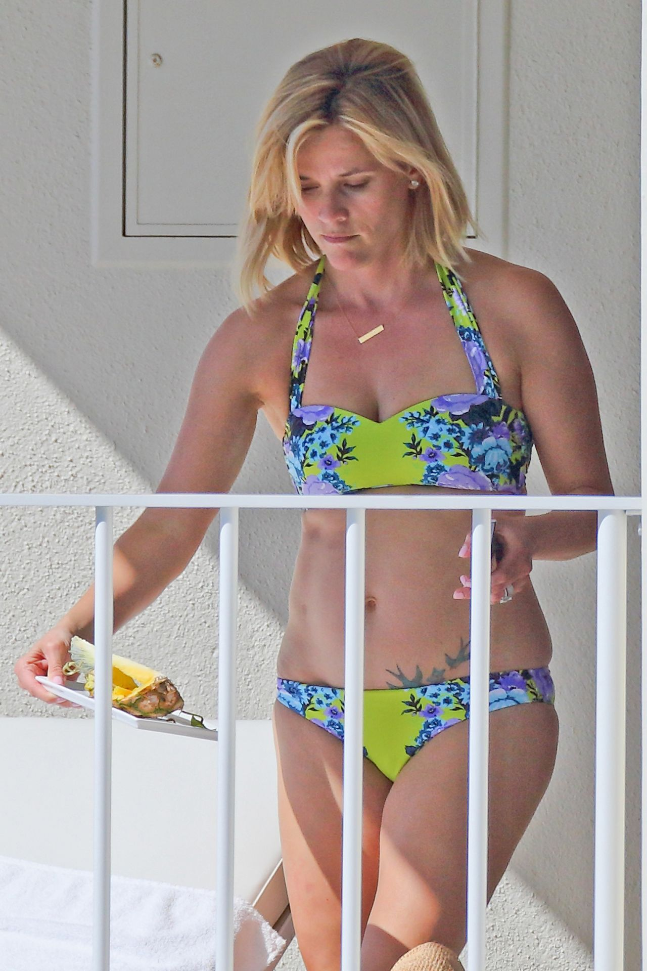 Reese Witherspoon in a Bikini - Hawaii, January 2014