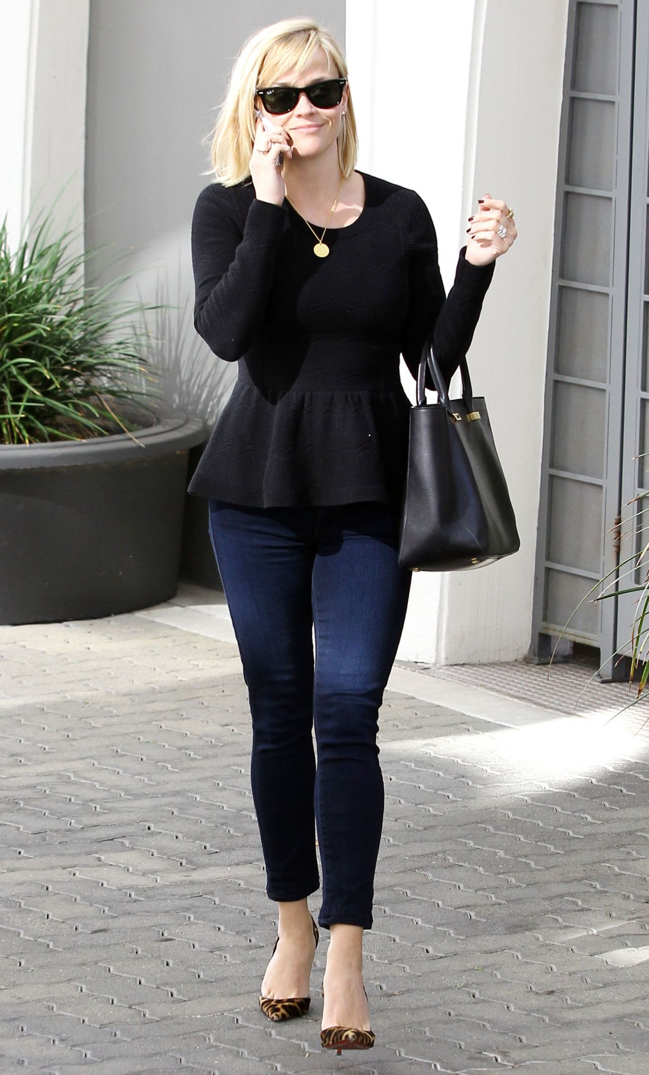 Reese Witherspoon Street Style - Out n Brentwood ... Reese Witherspoon Home
