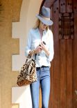 "Rosie Huntington-Whiteley in Jeans - Leaves a ""Friend"