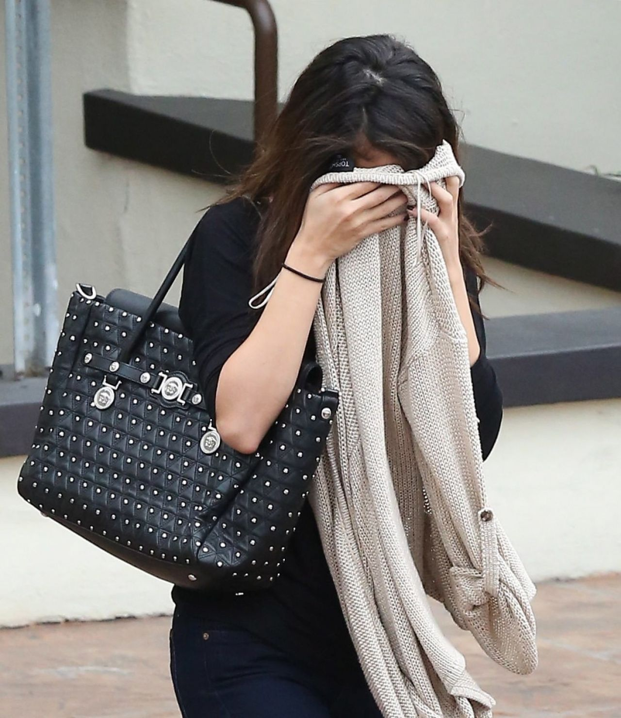 Selena Gomez - Leaving a Medical Building in Los Angeles - January 2014