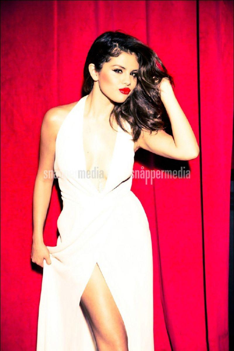 Photoshoot For Vogue Magazine November 2015: Selena Gomez Photoshoot For GLAMOUR Magazine