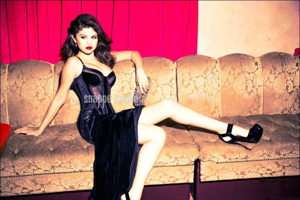 Selena Gomez Photoshoot for GLAMOUR Magazine