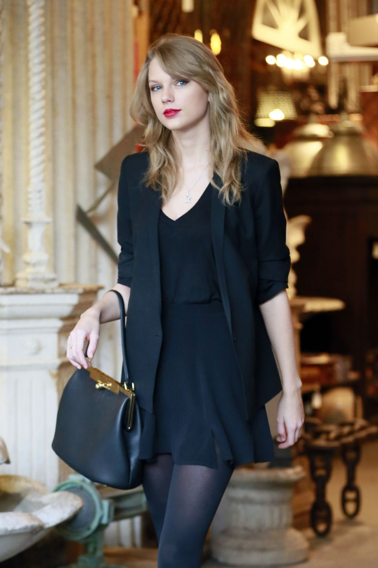 Taylor Swift Street Style At An Antique Shop In Los