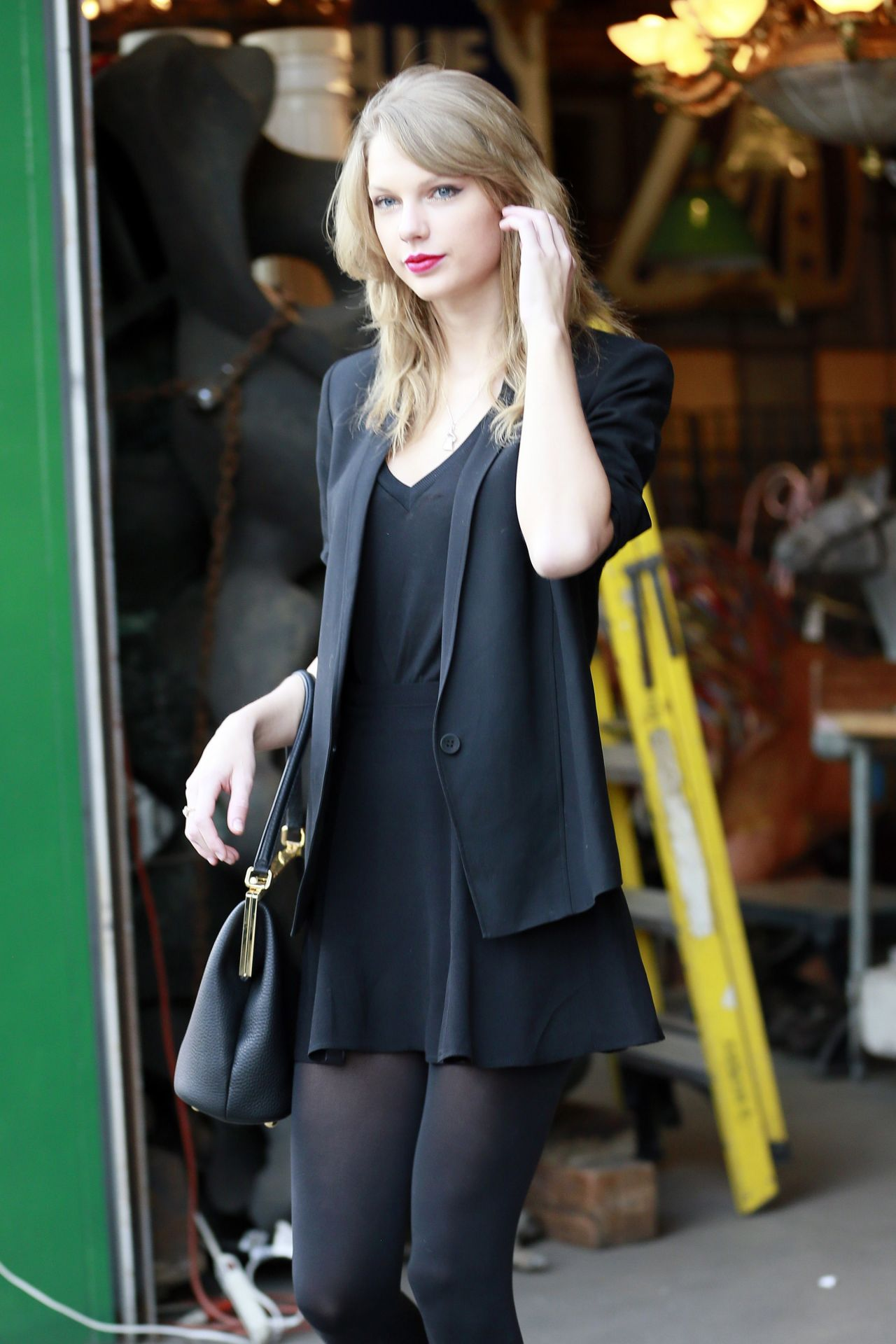 antique shops los angeles Taylor Swift Street Style   at an Antique Shop in Los Angeles  antique shops los angeles