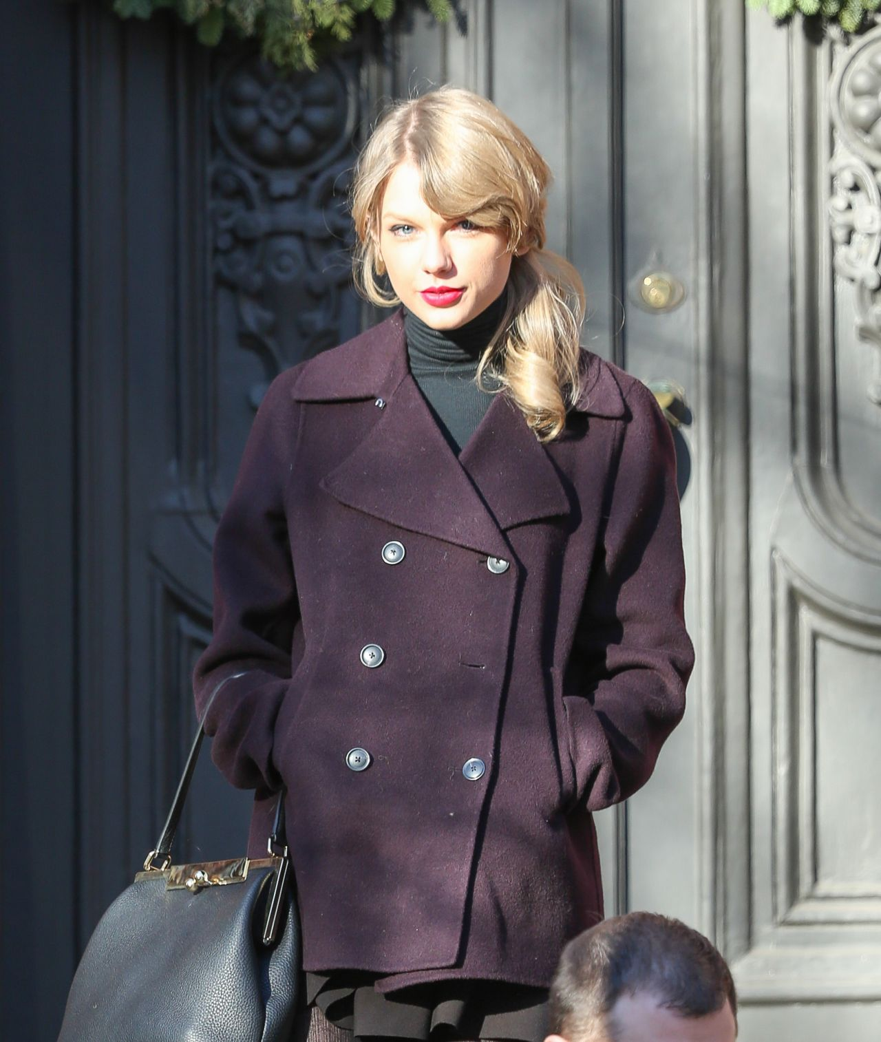 Taylor Swift Street Style Looking For Appartment In New York January 2014