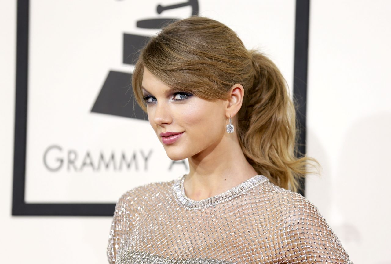Taylor Swift Wears Gucci at 56th Annual Grammy Awards - January 2014