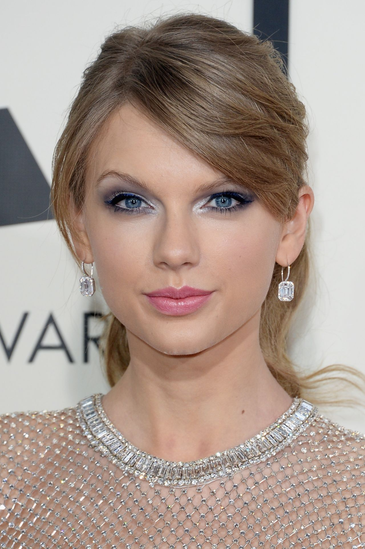 Taylor Swift Wears Gucci at 56th Annual Grammy Awards ...