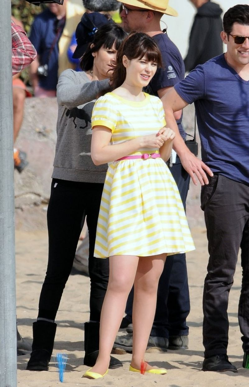 Zooey Deschanel New Girl Move Set Photos