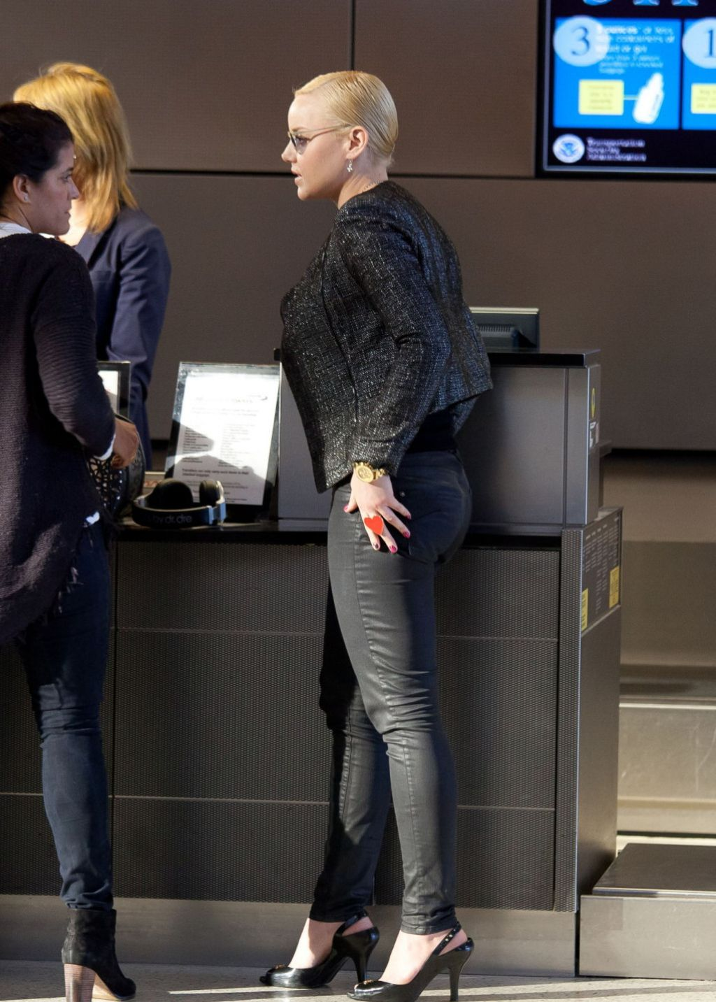 Abbie Cornish - Booty in Jeans - LAX Airport in Los Angeles, February 2014