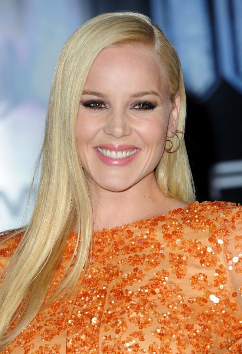 Abbie Cornish – ROBOCOP Premiere in London – February 2014 Abbie Cornish