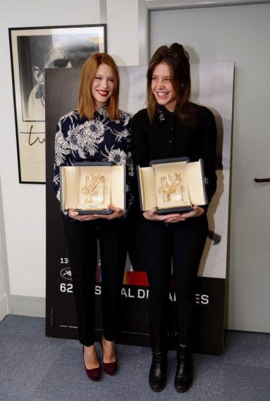 Adèle Exarchopoulos & Léa Seydoux Receiving Palme d