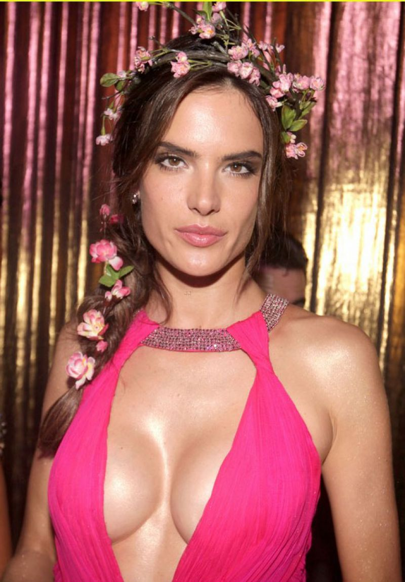 Alessandra Ambrosio - Vogue Carnival in Sao Paulo, February 2014