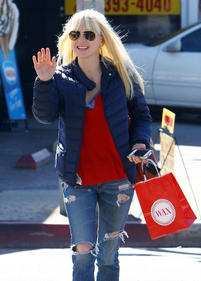 Anna Faris Street Style - in Jeans out in West Hollywood, Feb. 2014
