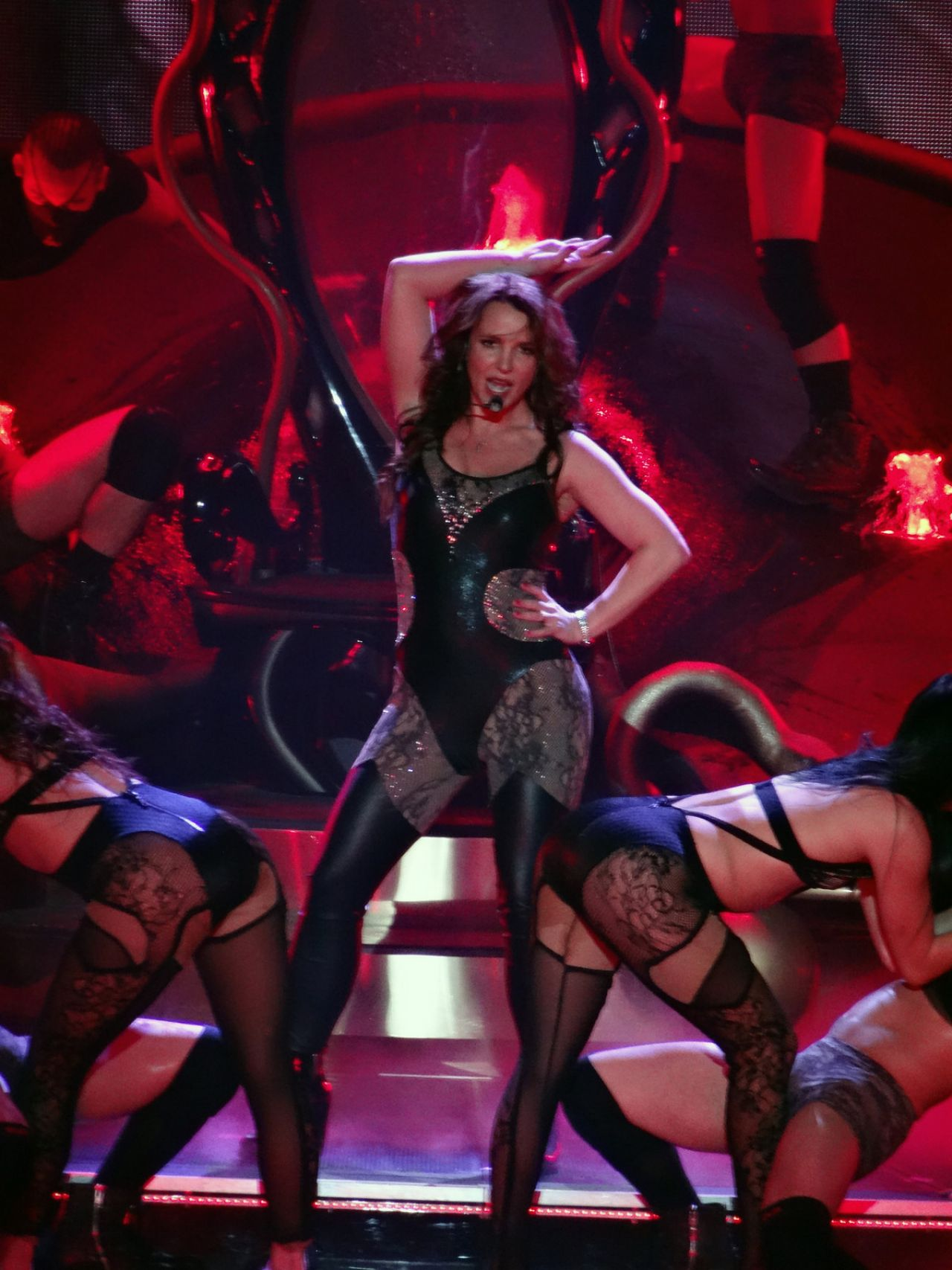 britney-spears-performing-at-planet-holl