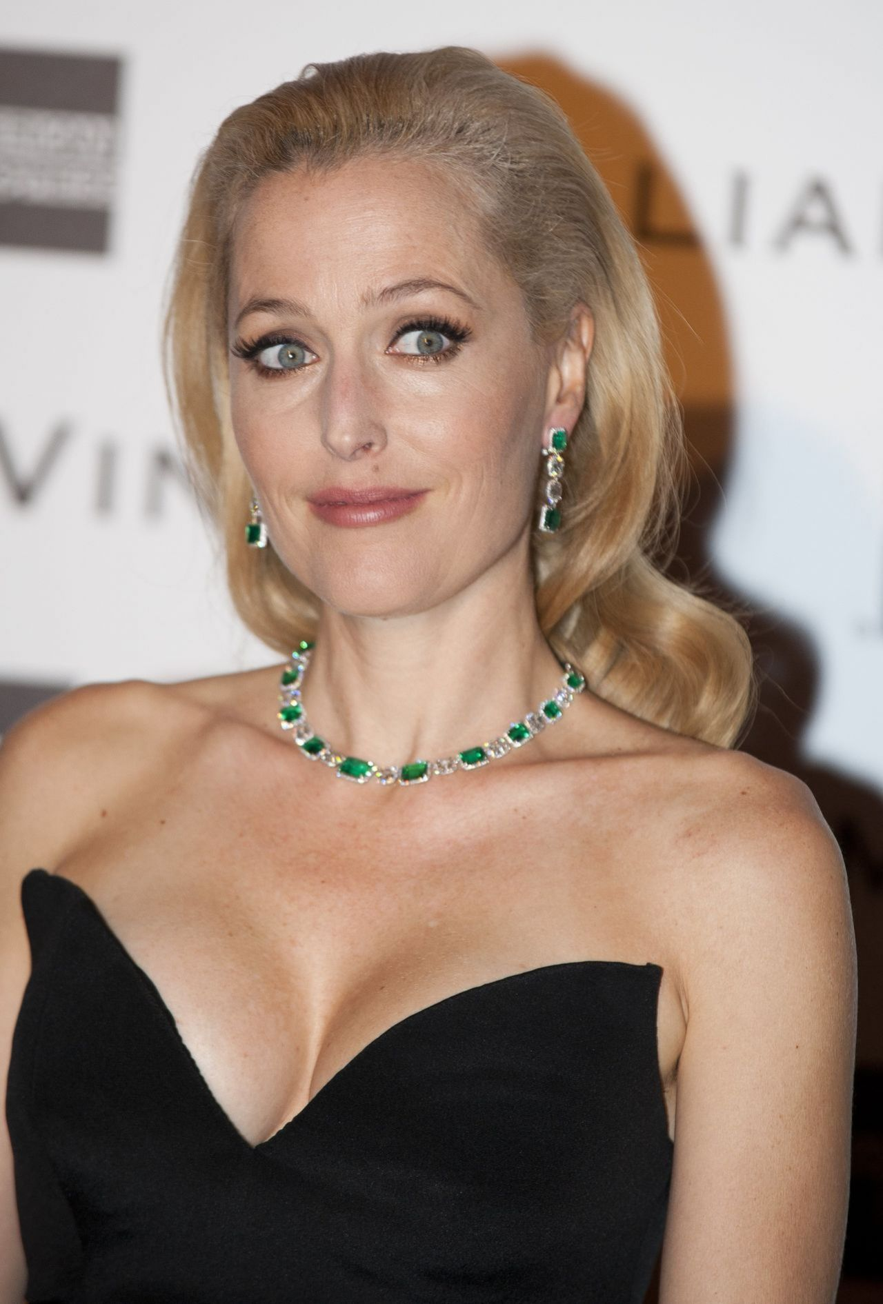 Gillian Anderson - Cleavy at pre-BAFTA Dinner in London - February 2014