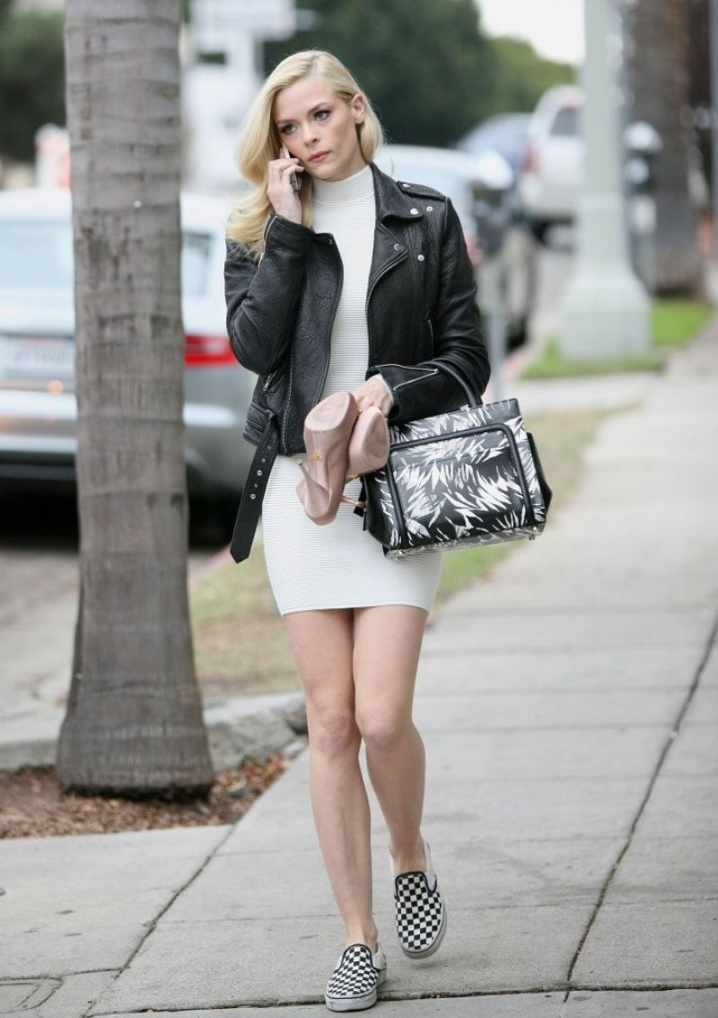 Jaime King Shows off Her Legs - Heads To An Office Building in Los Angeles