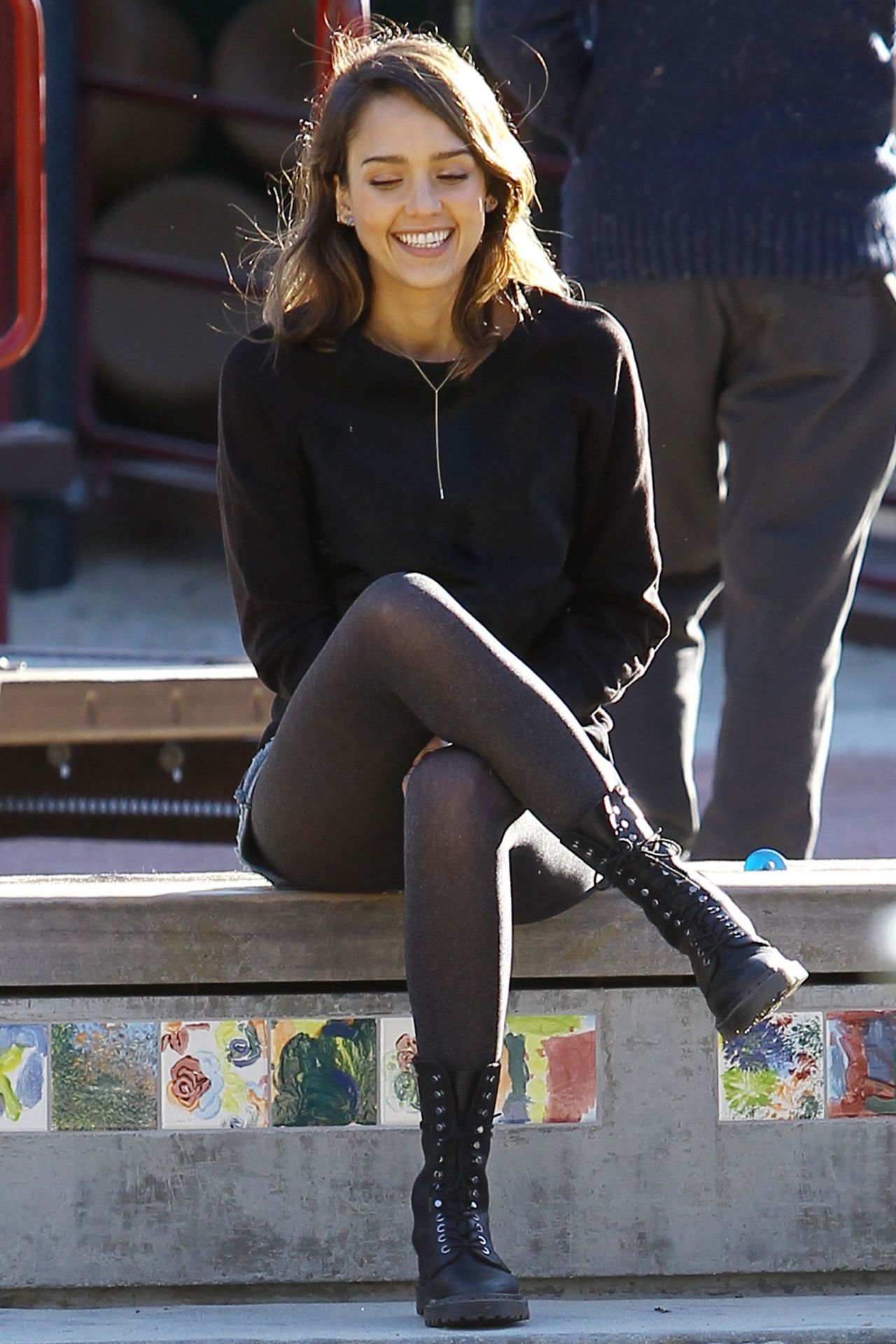 Jessica Alba Coldwater Canyon Park In Beverly Hills