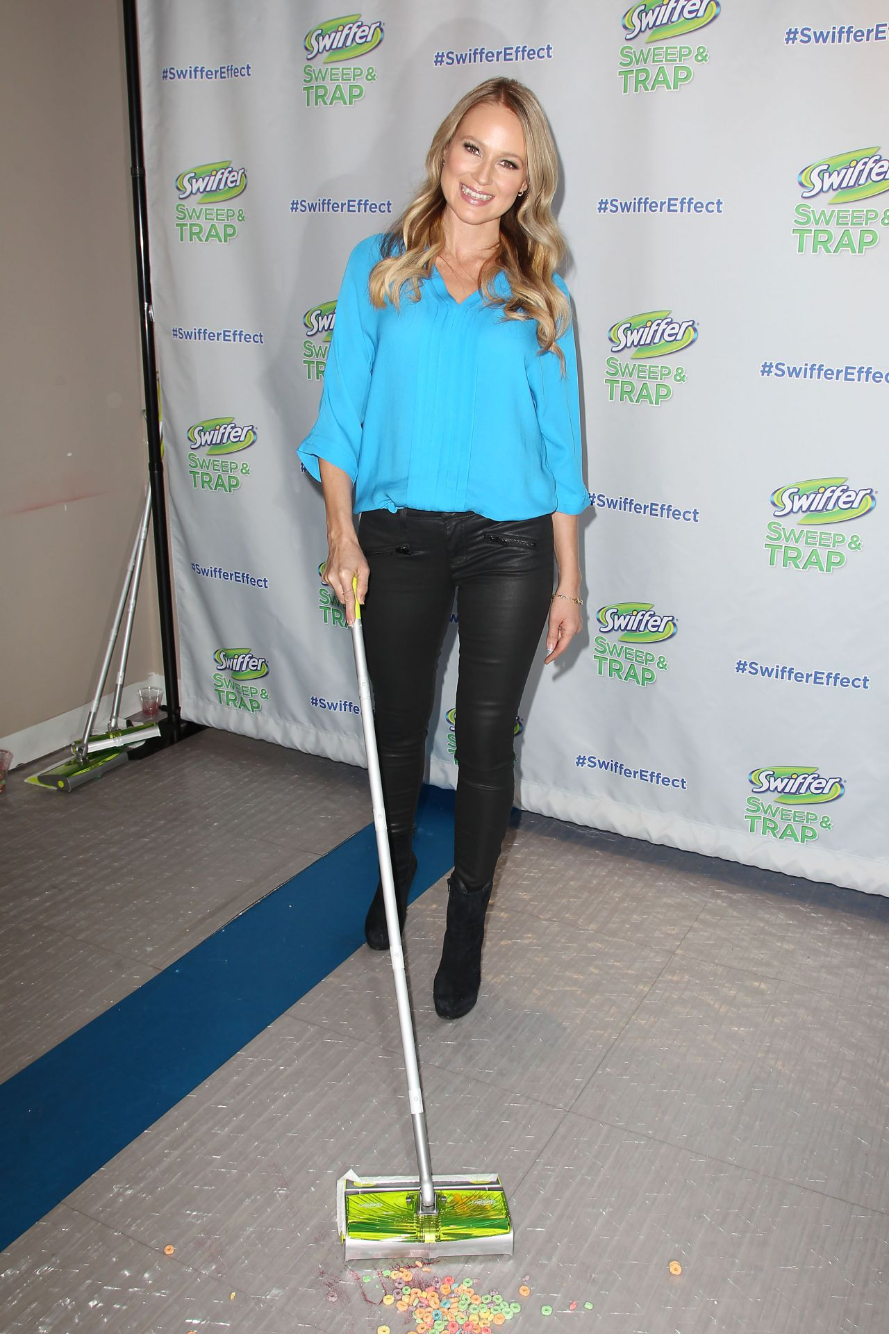 Jewel Celebrates The Launch Of Swiffer S New Sweep