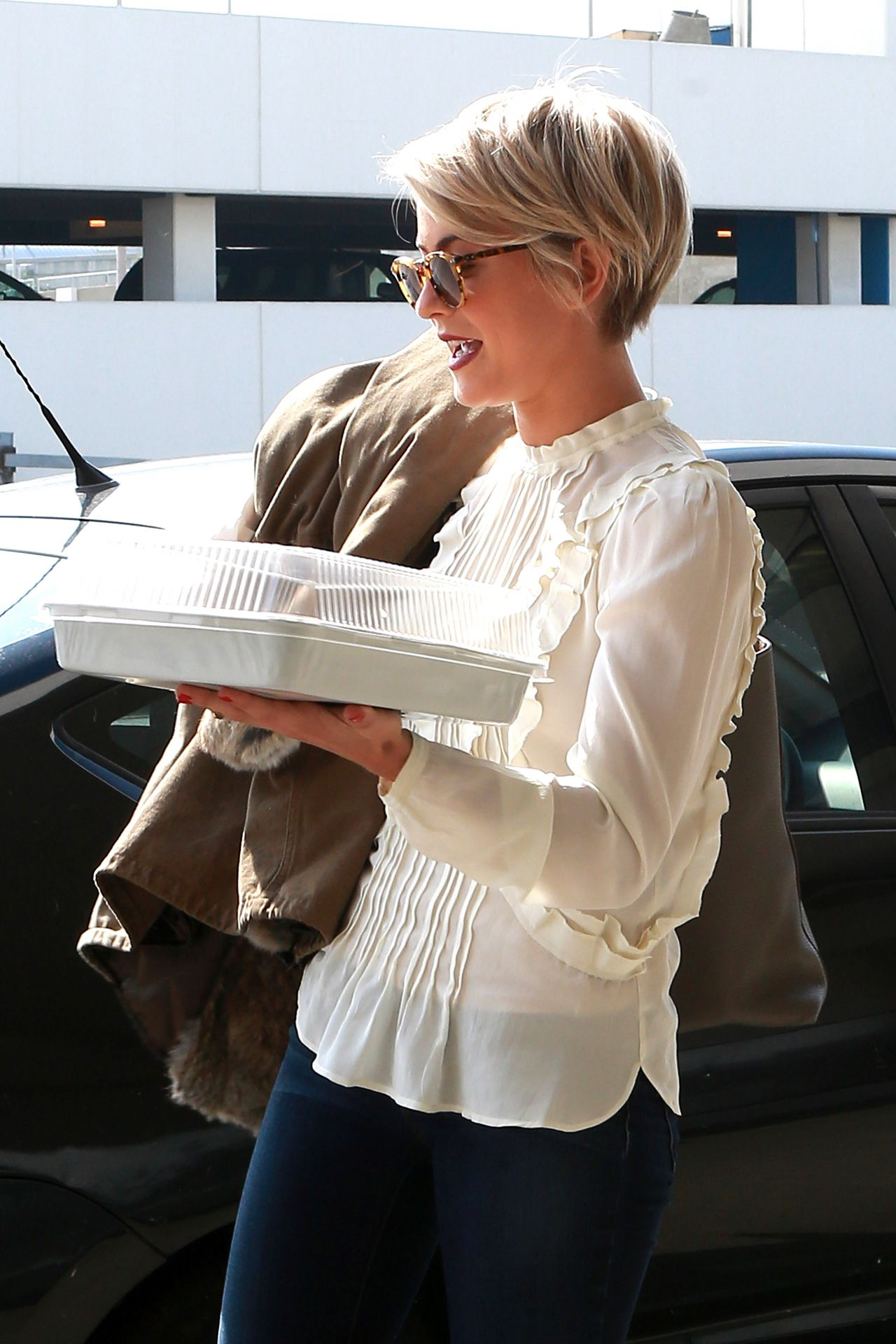 Julianne Hough Sports New Shorter Hair - February 2014