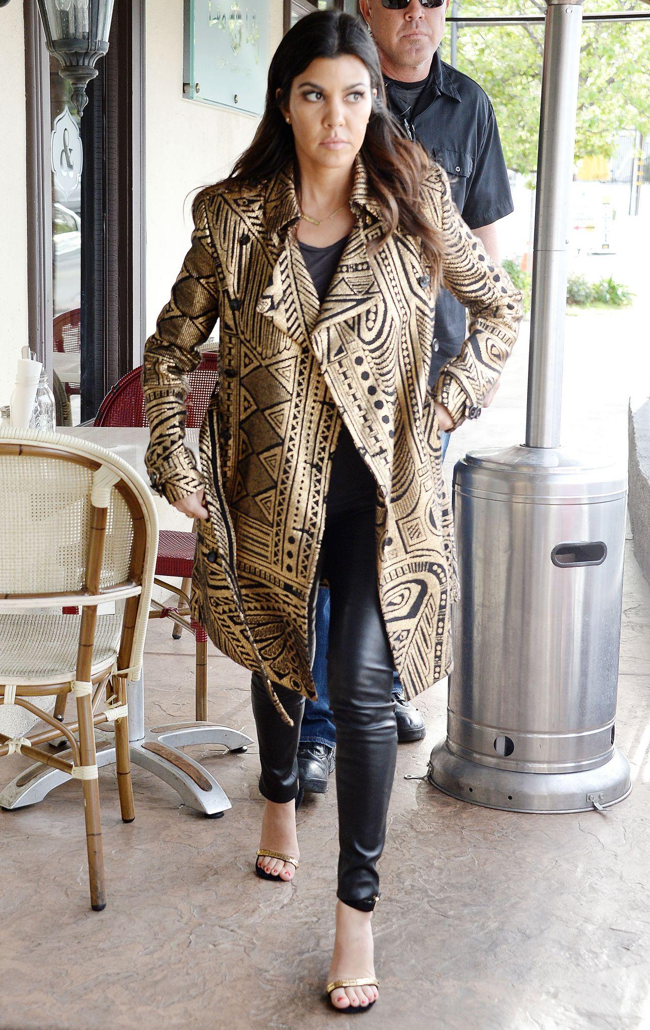 Khloe Kardashian And Kourtney Kardashian Woodland Hills January 2014