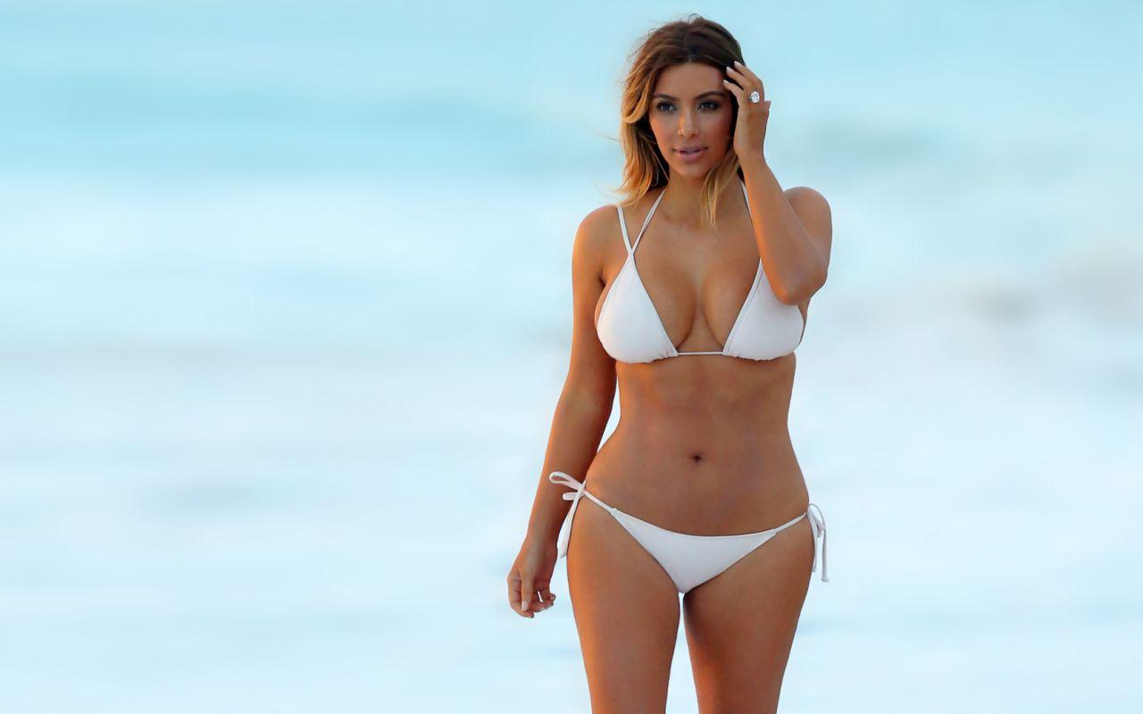 Kim Kardashian Bikini Wallpapers 6
