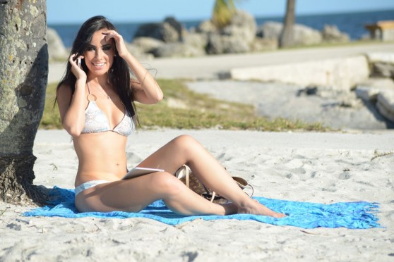 lisa-opie-bikini-candids-beach-in-miami-february-2014_18