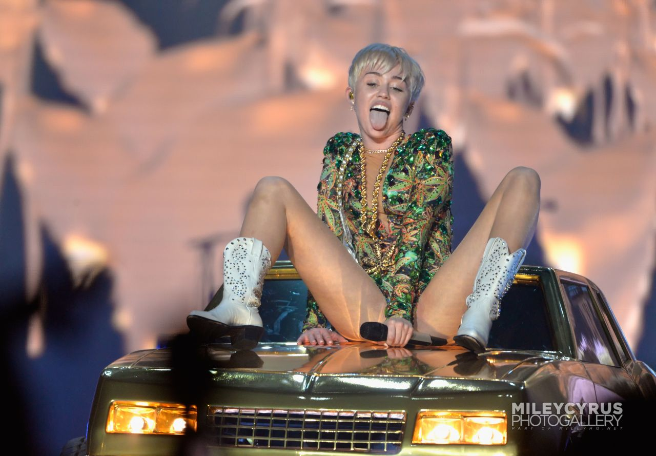 Miley cyrus los angeles 2014 concert highlights