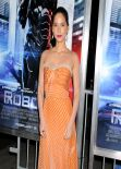 Olivia Munn at ROBOCOP Premiere in Los Angeles