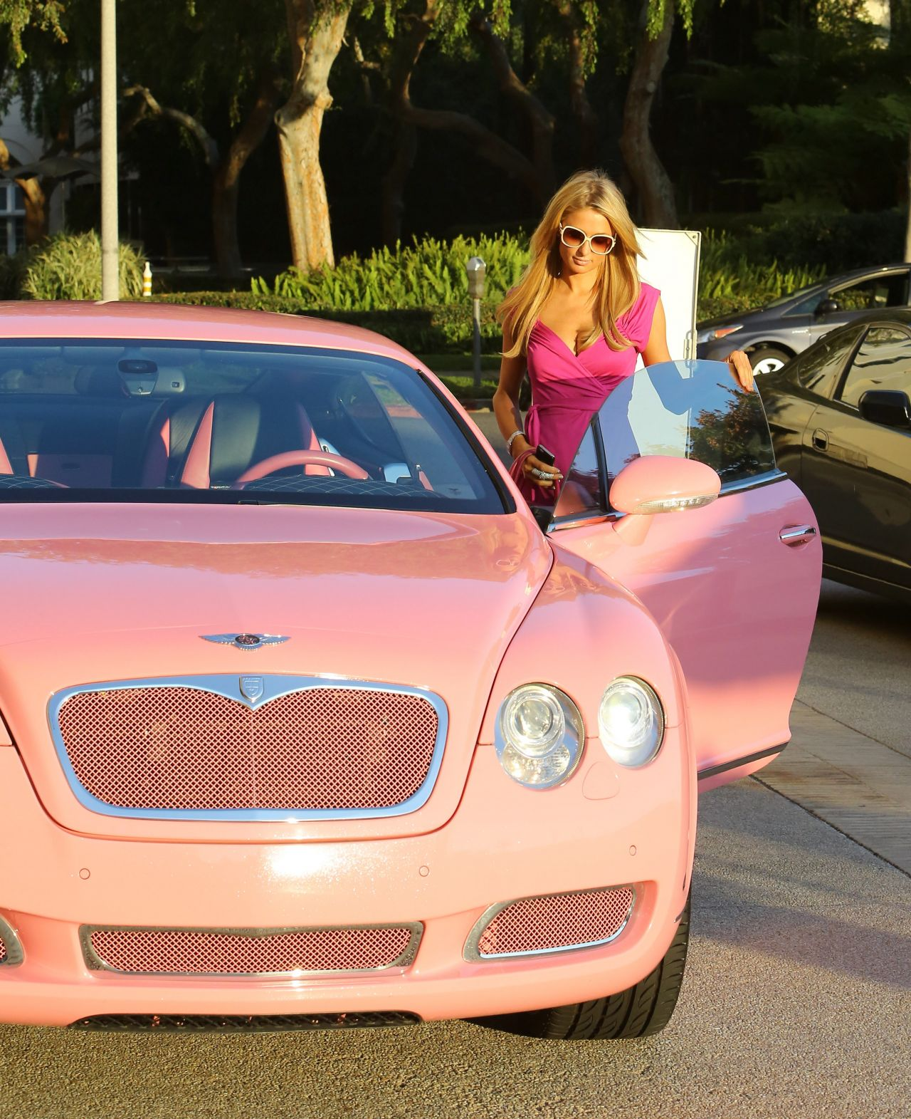 Bentley 2014: Shopping At Barneys & Drives A Pink Bentley