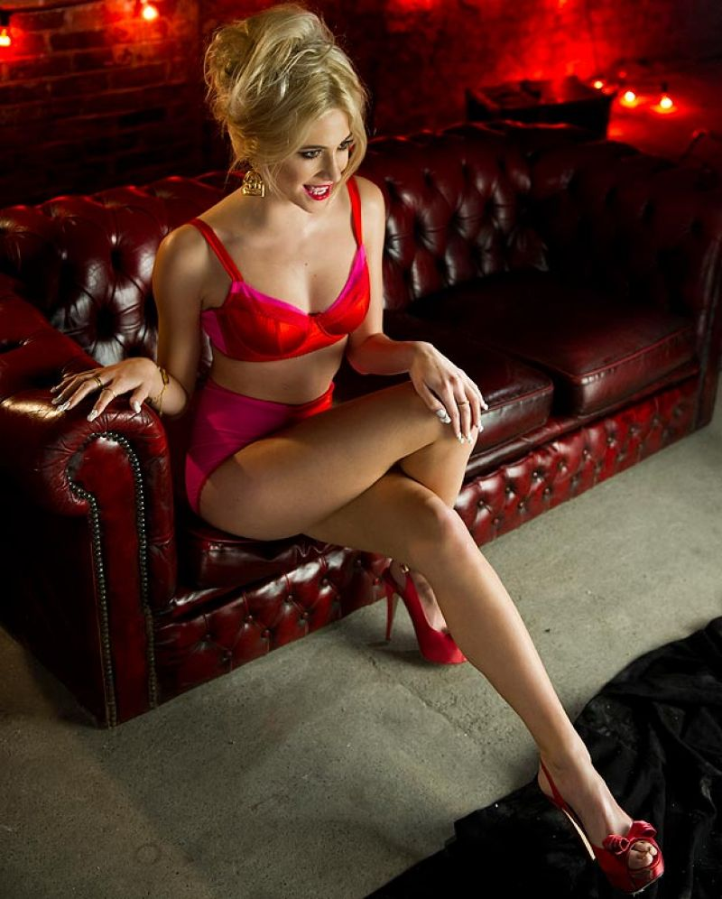 Pixie Lott - Beautiful Sexy Legs