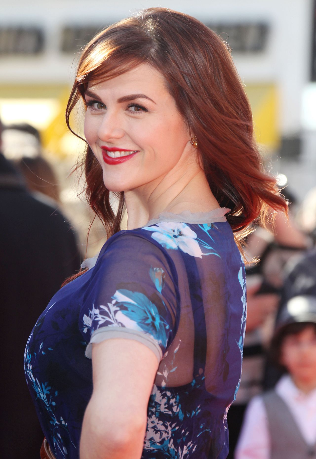Sara Rue On Red Carpet The Lego Movie Premiere In Los