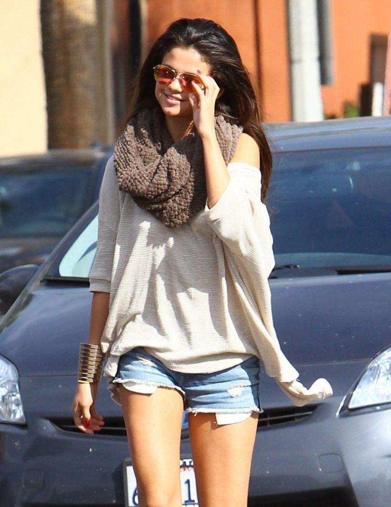 Selena Gomez in Denim Shorts at Little Cafe in Los Angeles Feb. 2014