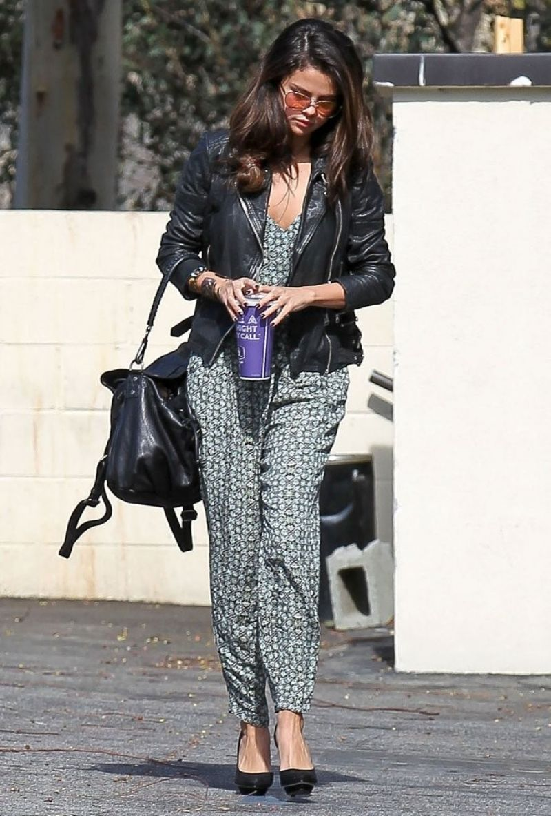 Selena Gomez Street Style Leaving An Office In Los Angeles Feb 2014