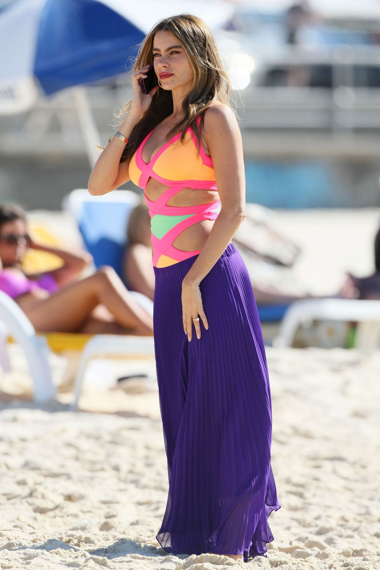 Sofia Vergara Modern Family Set Photos Beach In