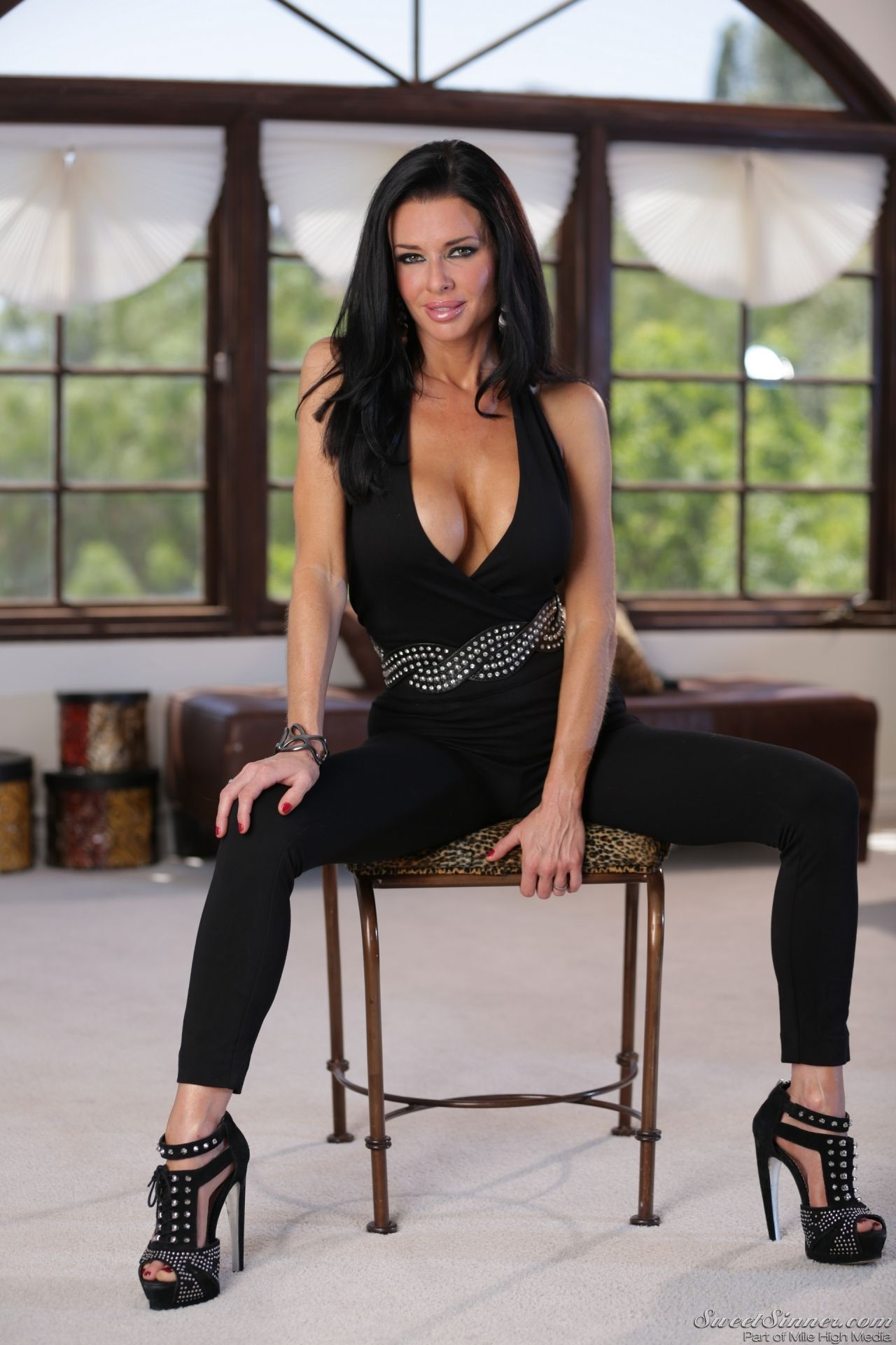 Veronica Avluv The Swinger Photoshoot Feb 2014