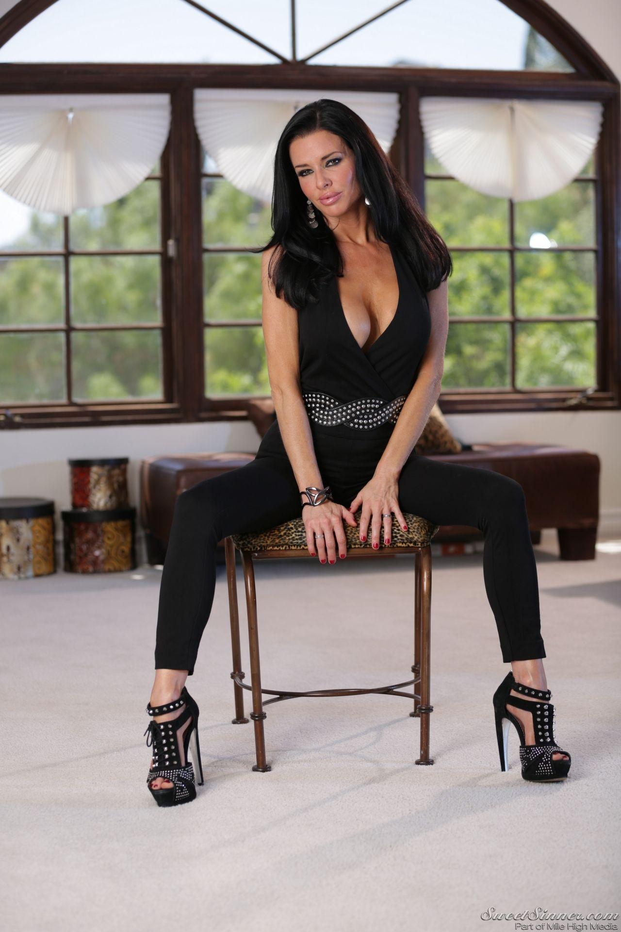 Veronica Avluv The Swinger Photoshoot Feb 2014