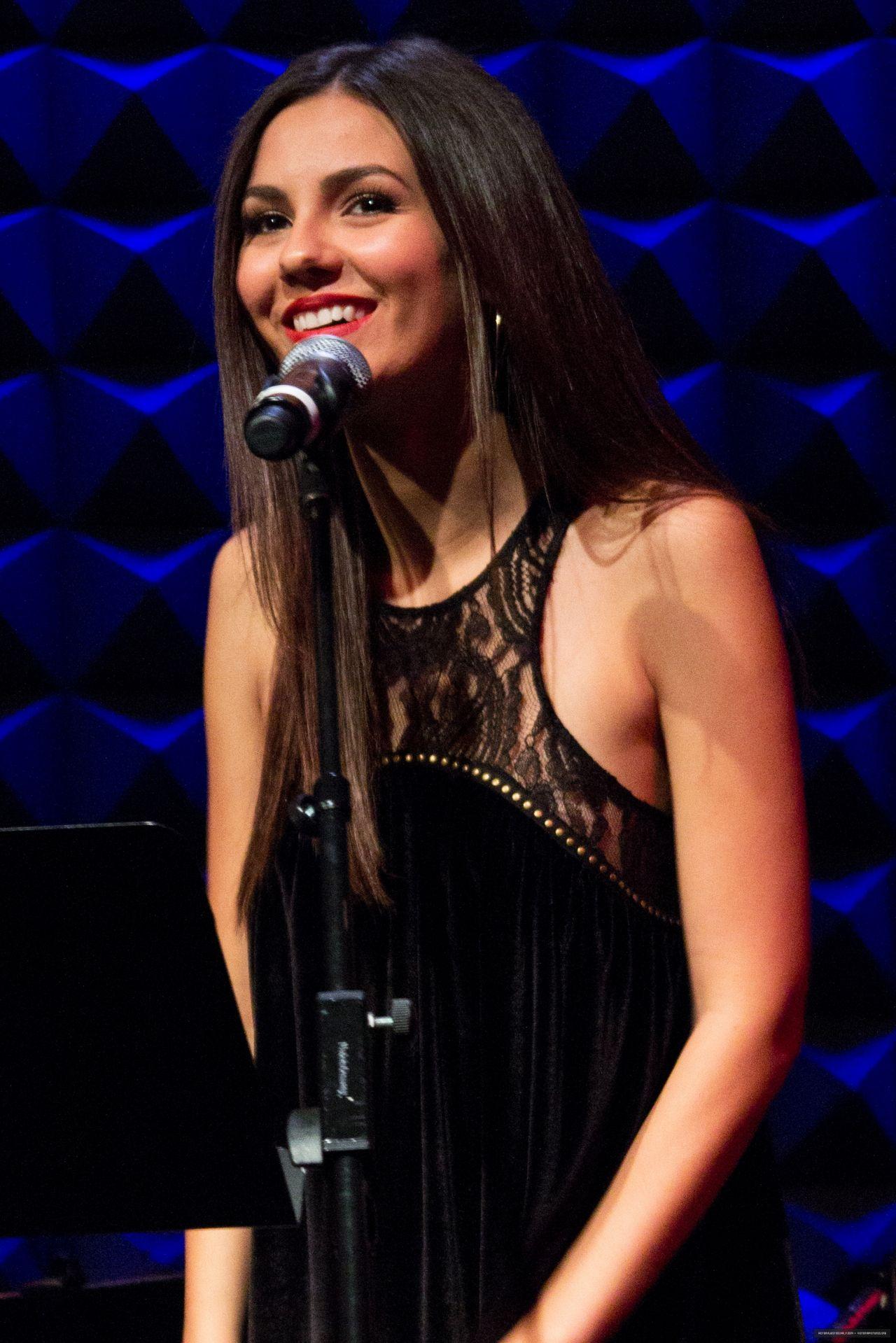 Victoria Justice - Performing at Joe