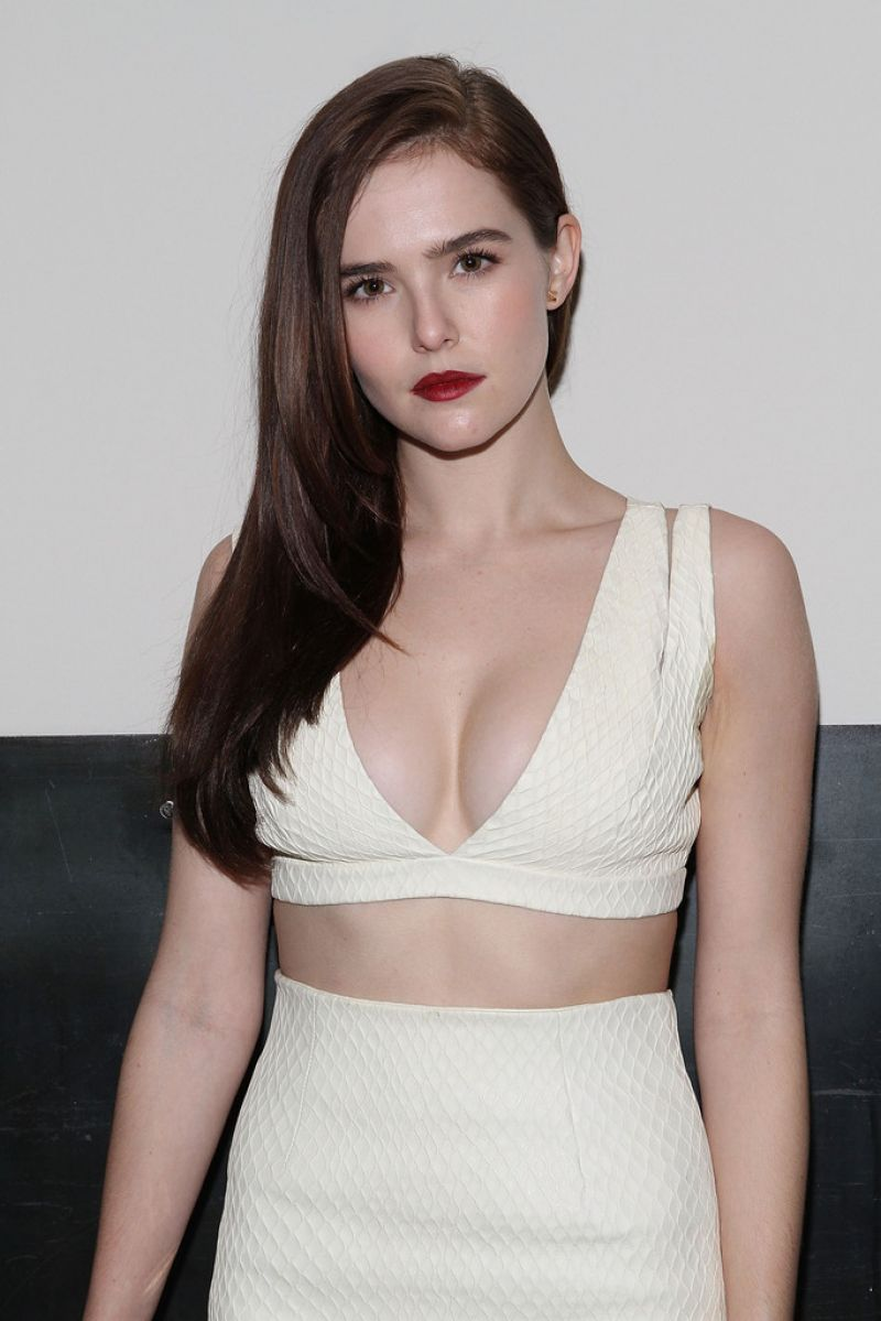 Zoey Deutch - Cushnie Et Ochs Fashion Show in New York City - February 2014