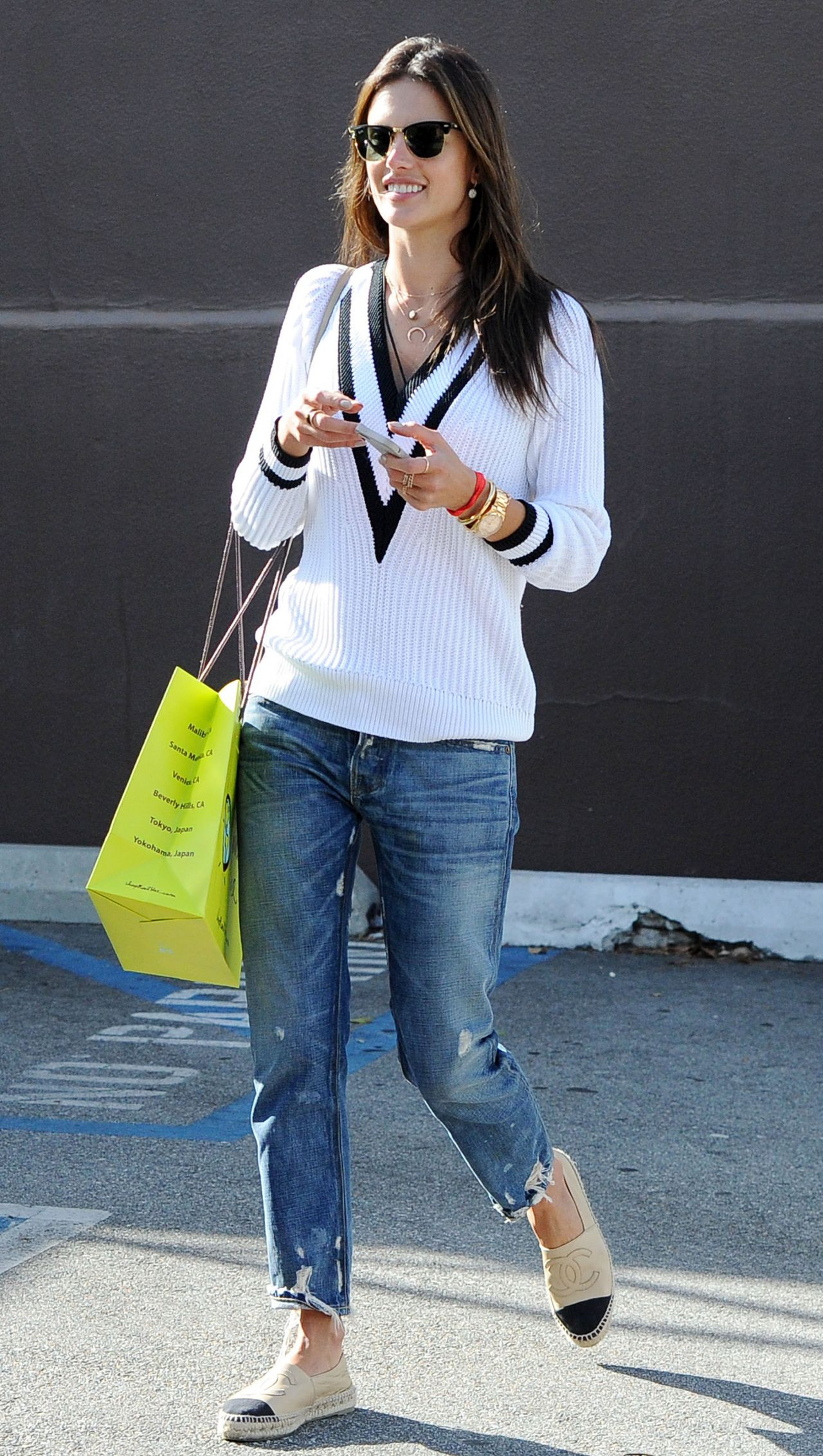 alessandra ambrosio casual style  'blue planet' store in