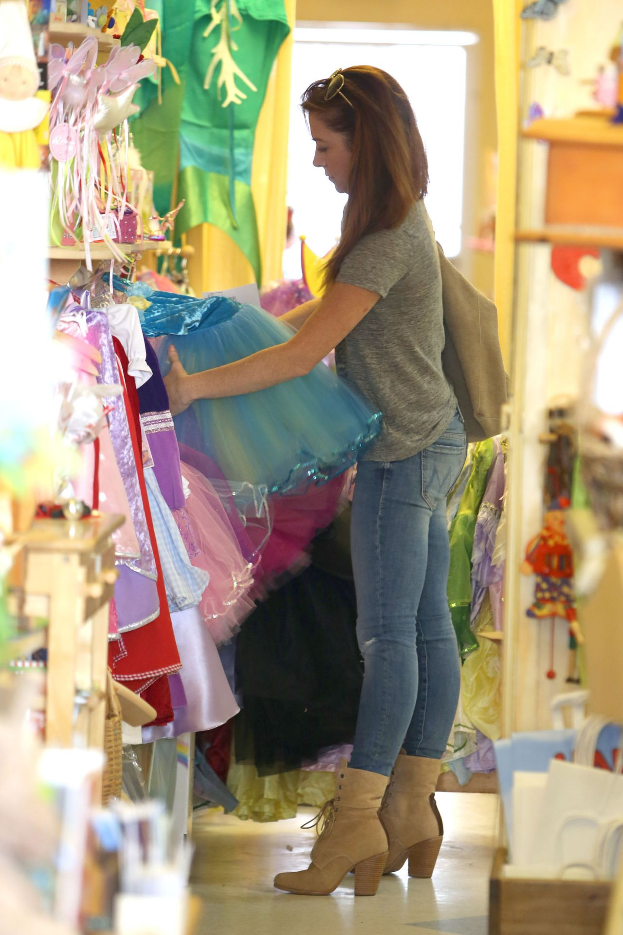 Alyson Hannigan Shops For Princess Dresses For Her