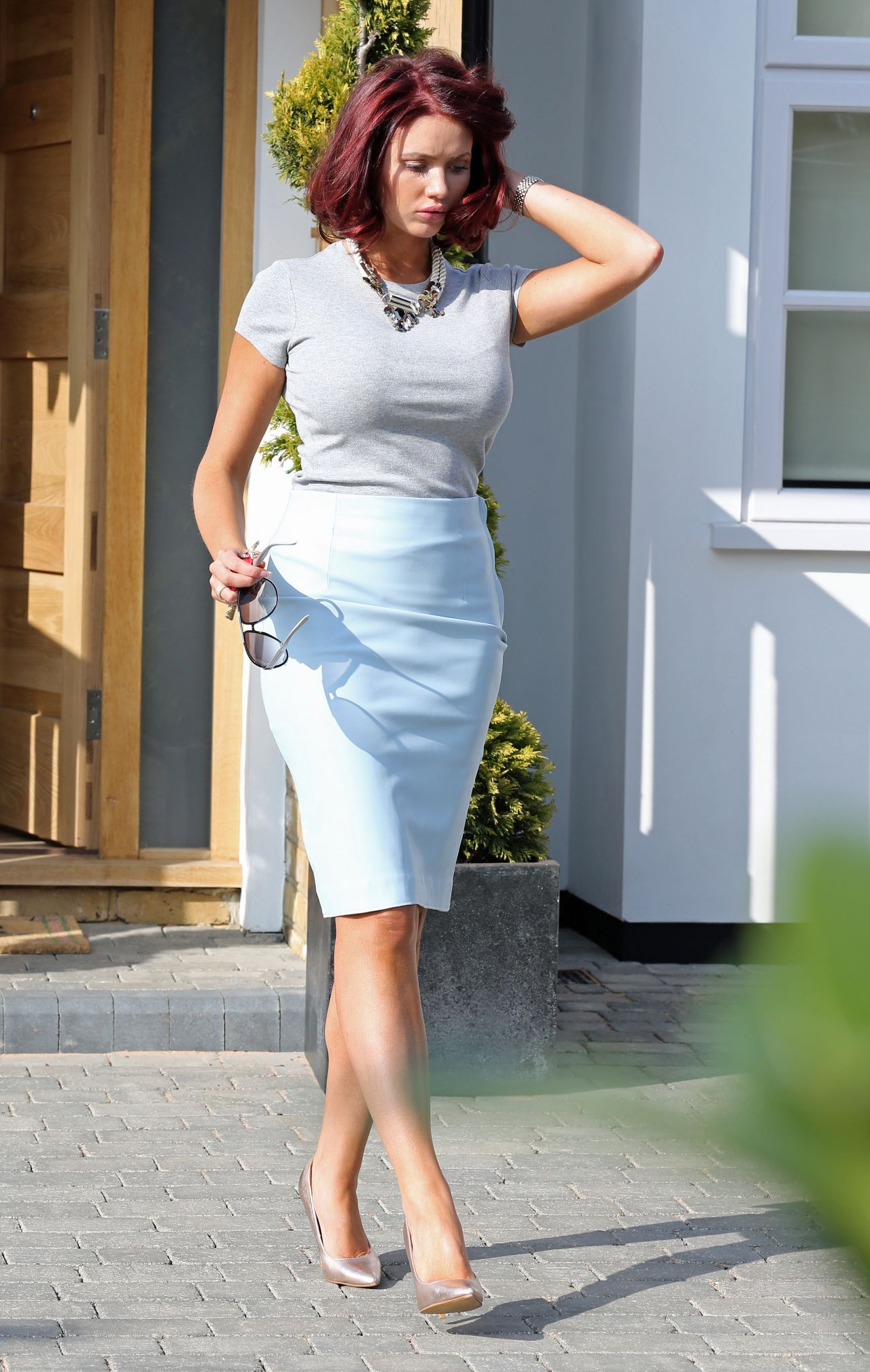 Amy Childs - Leaving Home To Fly Off On A Fashion Shoot -8496