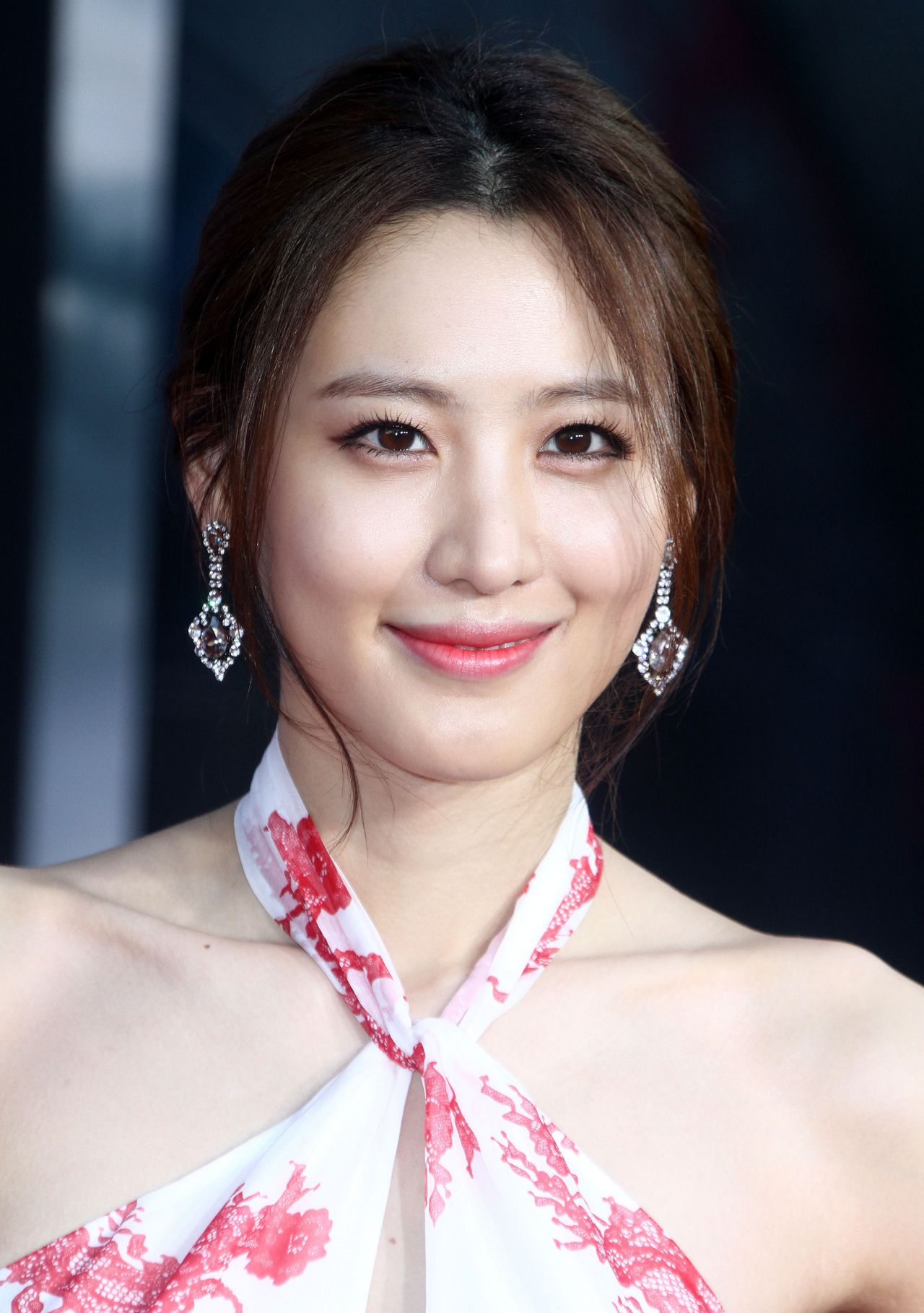 The 32-year old daughter of father (?) and mother(?), 170 cm tall Claudia Kim in 2017 photo