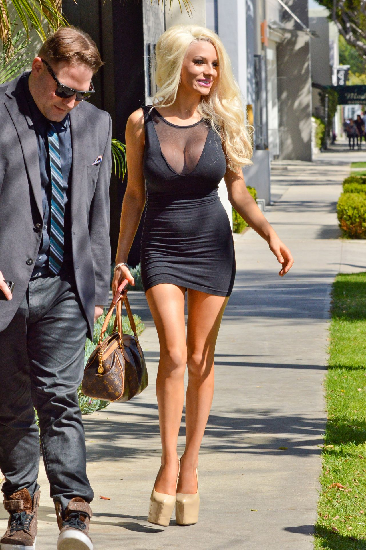 Courtney Stodden In Mini Dress - Signs Up For Celeb Charm -9320