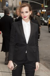 emma-watson-in-fitted-trouser-suit_1