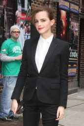 emma-watson-in-fitted-trouser-suit_11
