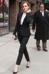 emma-watson-in-fitted-trouser-suit_12