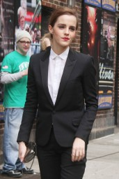 emma-watson-in-fitted-trouser-suit_13
