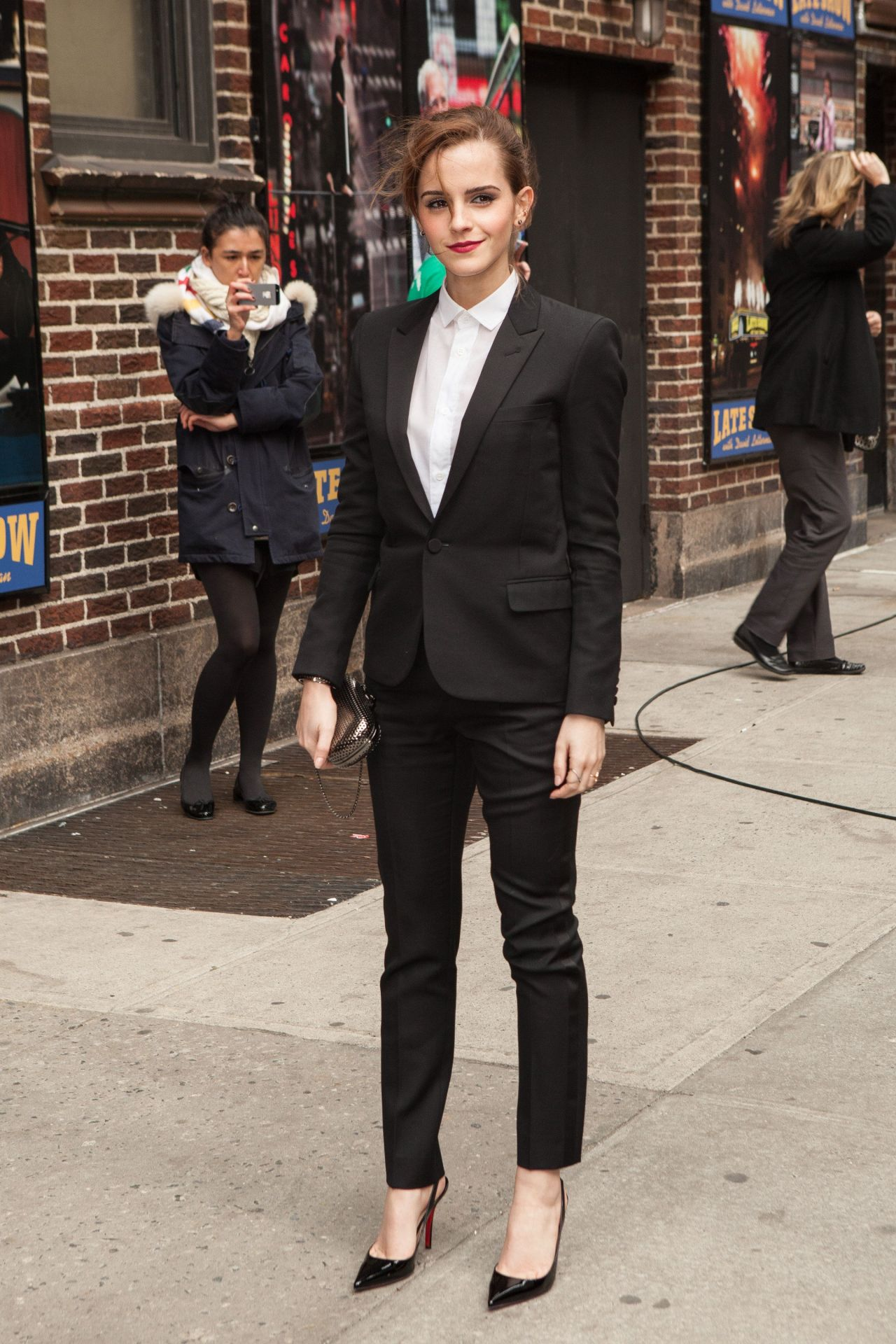 Emma Watson In Fitted Trouser Suit Arriving To The Late